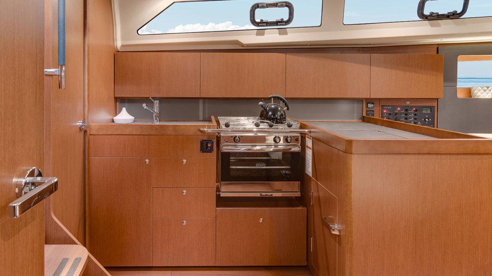 Kombuis van Sunsail 41.1 monohull met 3 cabines